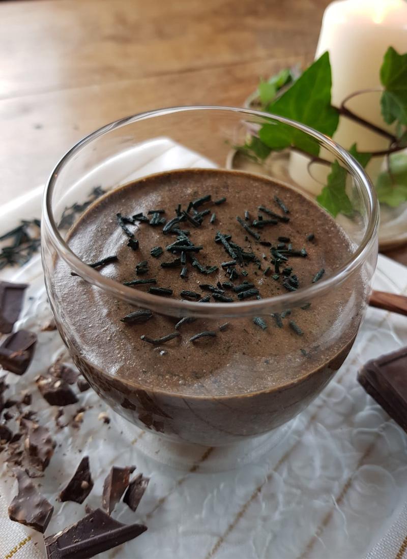 Mousse au chocolat et poudre de spiruline